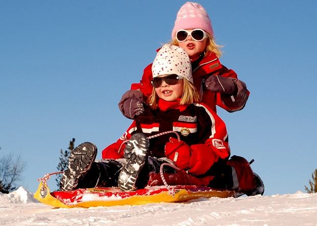 Jak aktywnie spędzić czas z dzieckiem na świeżym powietrzu zimą?