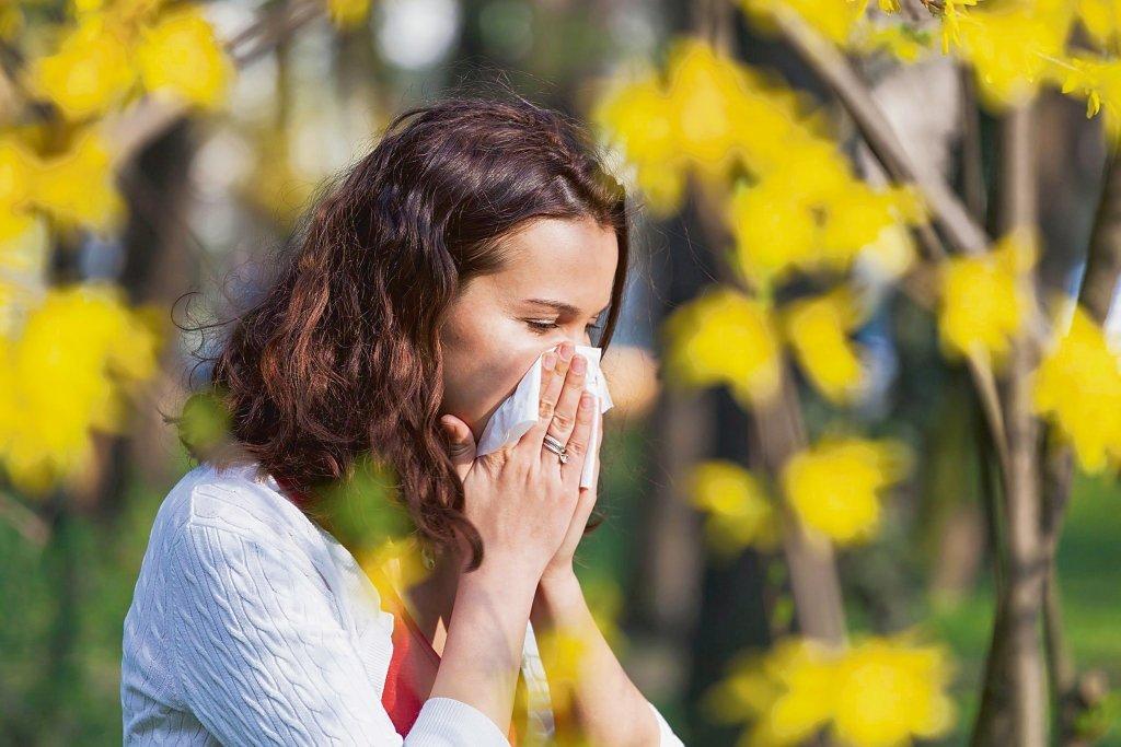 Katar sienny jest najczęstszą przyczyną zapalenia zatok i może prowadzić do wielu innych powikłań, takich jak polipy nosa czy zapalenie ucha