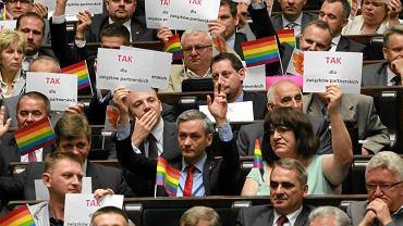 Posłowie Ruchu Palikota podczas głosowania nad ustawą o związkach partnerskich