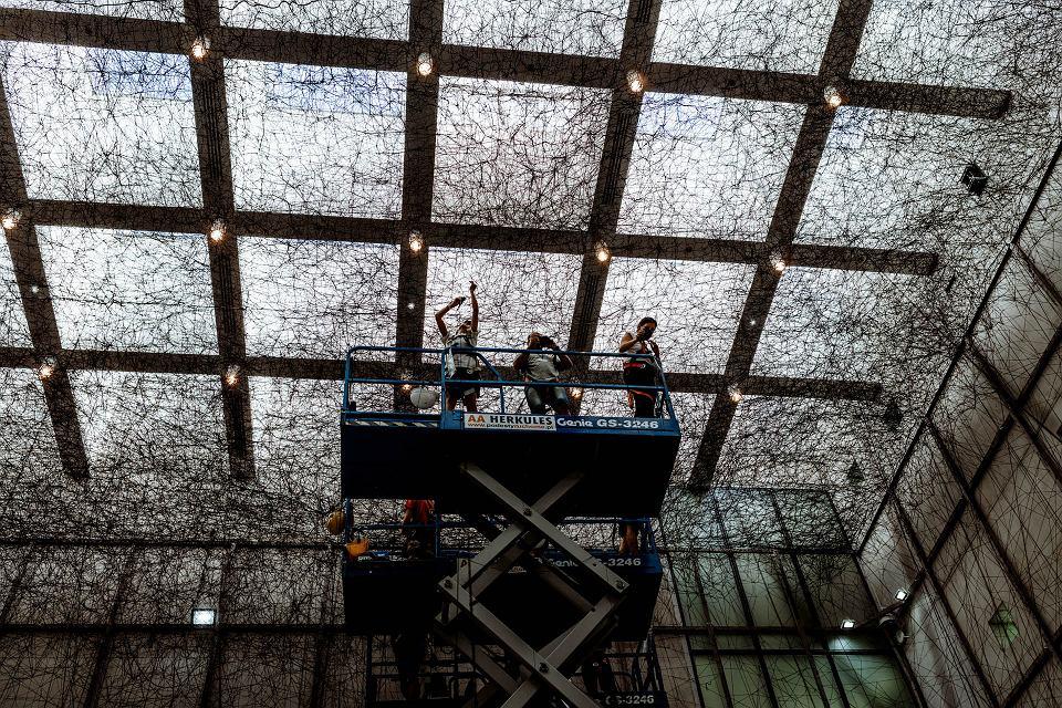 W Galerii jednego dzieła w Muzeum Śląskim 27 września swoją premierę będzie miała niezwykła instalacja Chiharu Shioty - japońskiej artystki, która wypełnia przestrzenie galeryjne sieciami z nici, tworząc niezwykłe labirynty. Trwa jej przygotowywanie