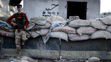 Syryjski rebeliant, zdj. z 13 października z Idlib