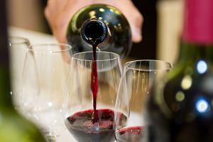 Etykieta wina nie podaje precyzyjnej zawartości alkoholu. Można się bardziej upić?