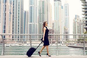 Podróżuj stylowo z walizką łączącą wygodę i elegancję