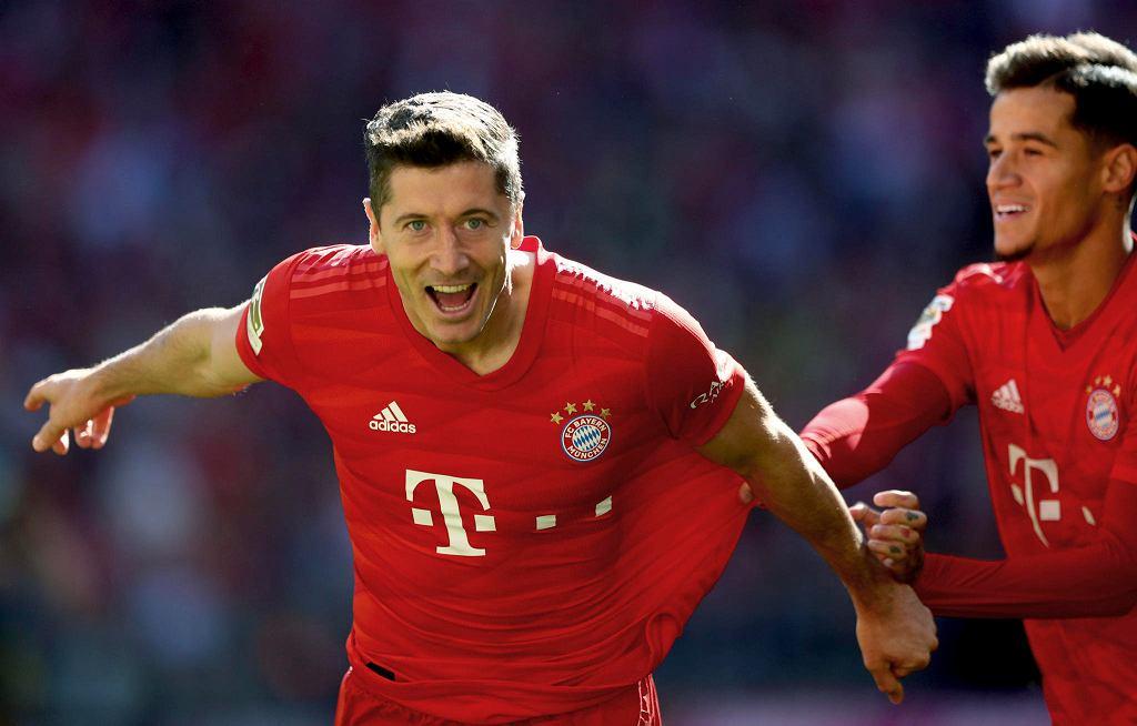 Radość Roberta Lewadnowskiego i asystującego mu Philippe'a Coutinho po bramce dla Bayernu w sobotnim starciu z FC Koeln (4:0)