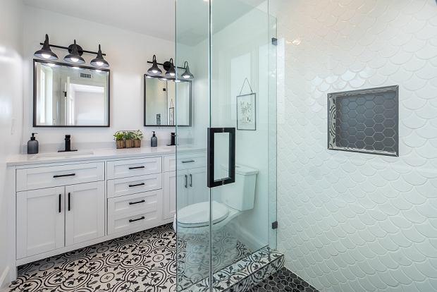 Aranżacje łazienki: pomysły, które optycznie powiększą przestrzeń i nadadzą wnętrzu styl