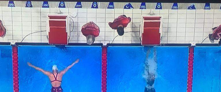 Przedziwne obrazki na pływalni w Tokio. Darren Berry nie dowierza: Co jest k***?