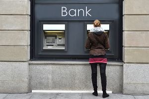 Chude lata dla banków? Może i tak, ale zapłacimy za to my, klienci [OPINIE BANKOWCÓW]