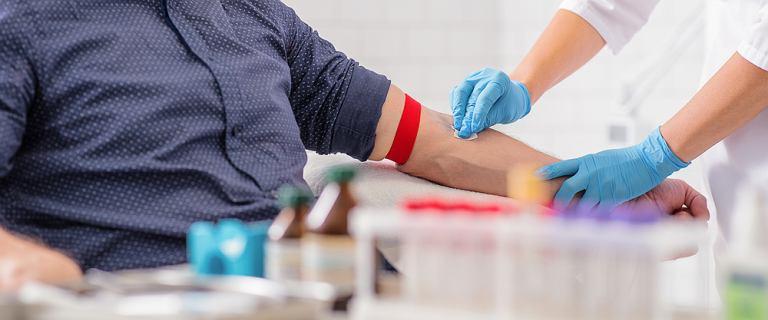 Zwykłe badanie krwi wskazuje na ryzyko śmierci u pacjentów z COVID-19