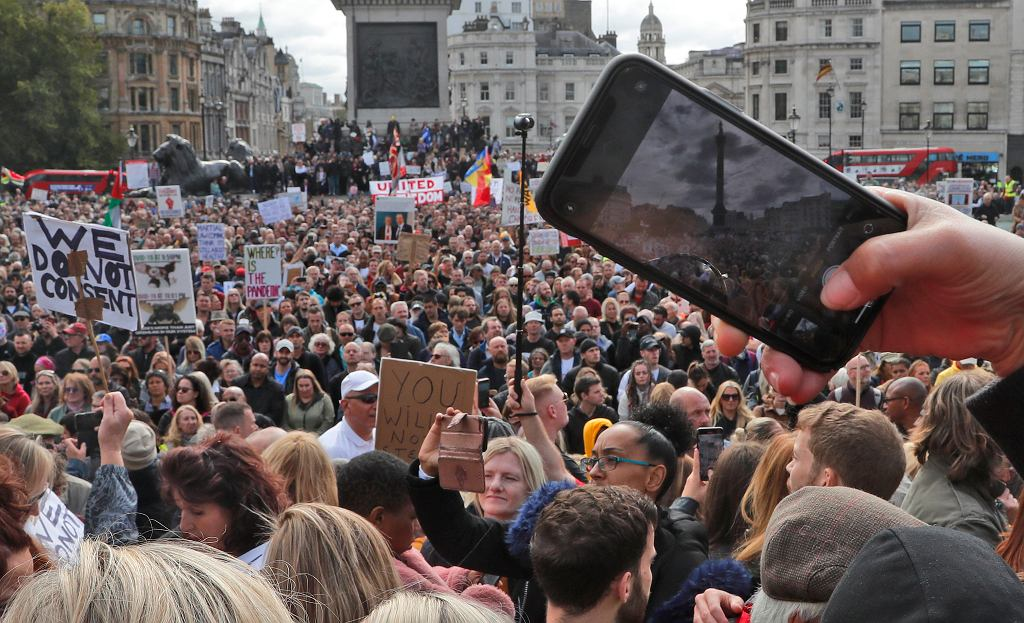 Wielka Brytania. Protest przeciwników restrykcji koronawirusowych w Londynie. 26 września 2020
