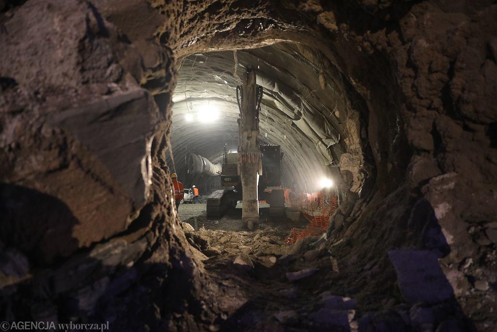 Budowa tunelu na Zakopiance. S7. Przebito tunel pod górą Lubień Mały. Spotkanie ekip.