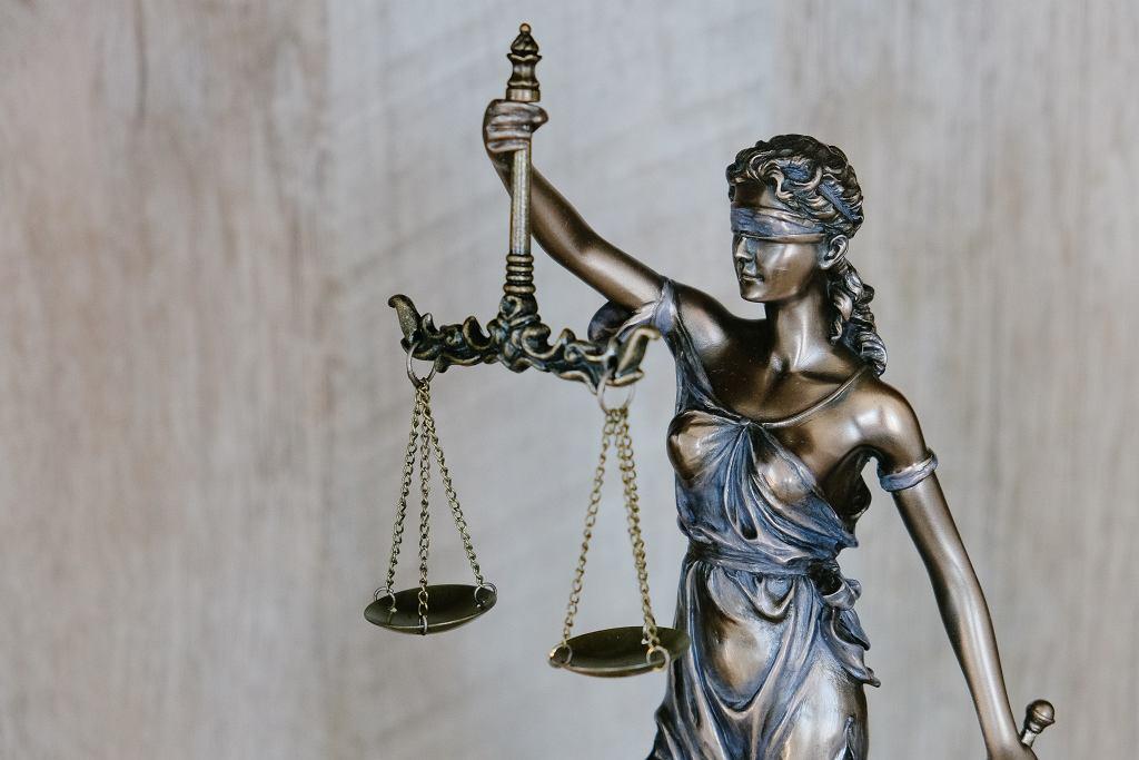 Ile zarabia prawnik?