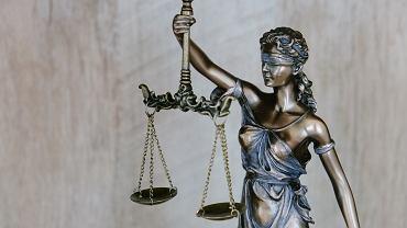 Ile zarabia prawnik w korporacji, adwokat z urzędu czy radca prawny?