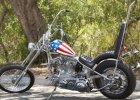 """Chcesz poczuć się jak Kapitan Ameryka? Motocykl Petera Fondy z filmu """"Easy Rider"""" na sprzedaż. Cena: 1 mln dol."""