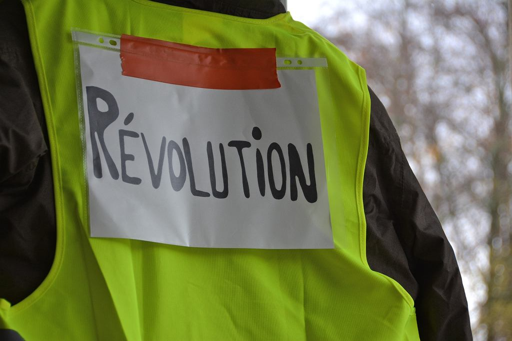 Polscy urzędnicy założą kamizelki podobne do tych znanych z francuskich protestów?