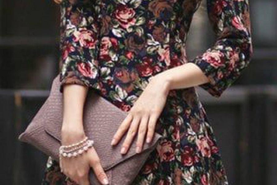297c83460b Sukienki w kwiaty z długim rękawem na wiosnę