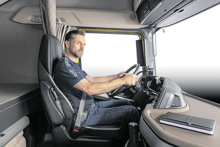 Wnętrze kabiny zaprojektowane z myślą o maksymalnym komforcie kierowcy w ciężarówkach DAF nowej generacji