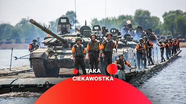 Rosyjskie czołgi T-72 podczas przeprawy przez rzekę