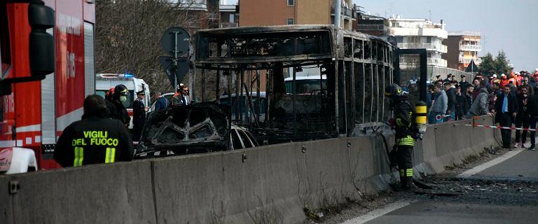 Włochy. Kierowca porwał autobus z 51 dziećmi na pokładzie i go podpalił