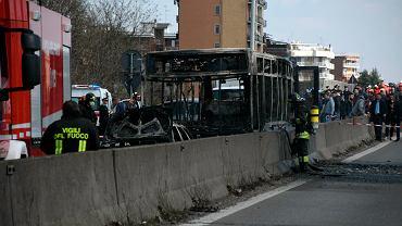 Kierowca porwał i podpalił autokar z dziećmi