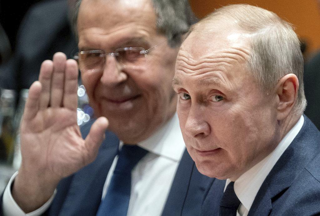 Prezydent Władimir Putin i minister spraw zagranicznych Siergiej Ławrow