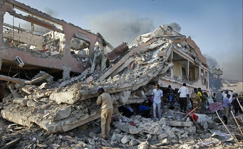 W wyniku eksplozji w stolicy Somalii zginęło blisko 200 osób. Siła wybuchu dosłownie zrównała z ziemią budynki znajdujące się w pobliżu