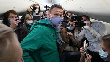 Aleksiej Nawalny w samolocie w drodze z Niemiec do Rosji.