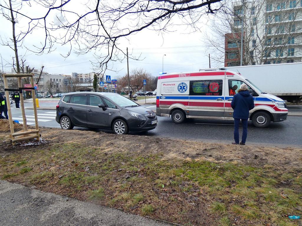 Kierowca opla potrącił kobietę na przejściu dla pieszych na ul. Sokratesa