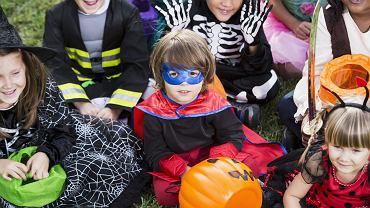 Maski na Halloween to często nieodłączny element przebrania.