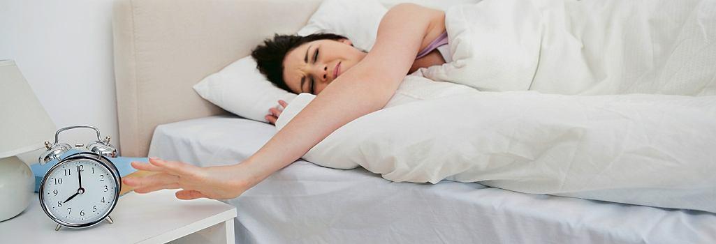 Jeśli musimy wstać 'na alarm' godzinę wcześniej, ciało nie będzie miało czasu na powolne dostosowanie się. Nasze chemiczne substancje nie wiedzą, że była rządowa zmiana czasu