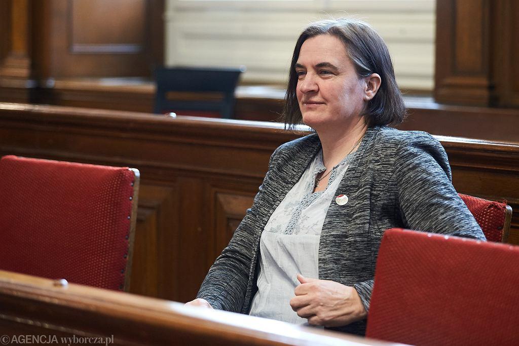 Anna Kołakowska, radna PiS, musi przeprosić za obraźliwy wpis nt. posłanki PO