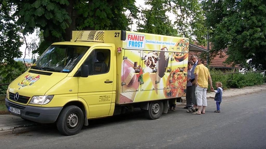 Włączają melodię Family Frost, a sprzedają ziemniaki