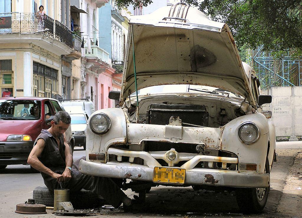 Kubańczycy wciąż skazani są na samochody sprzed 1959 roku