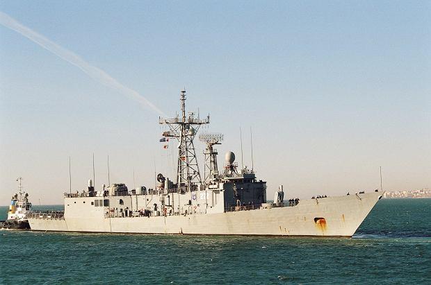 Polska fregata ORP Generał Kazimierz Pułaski jest bardzo podobna z zewnątrz do australijskich okrętów, to ogólnie ta sama klasa