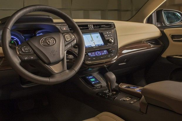 Toyota Avalon to pierwszy samochód oferujący bezprzewodową ładowarkę