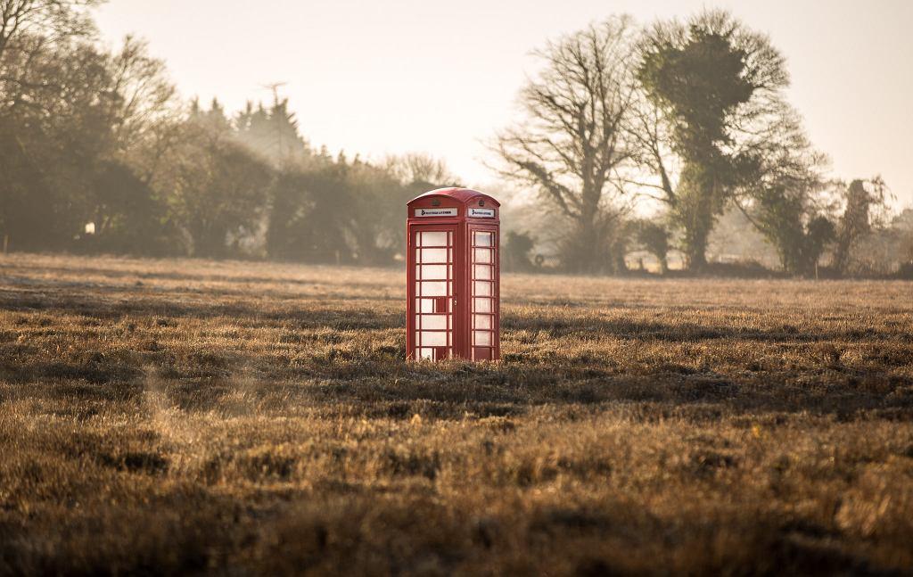 Słynne budki do dziś można spotkać w wielu zadziwiających miejscach w Anglii