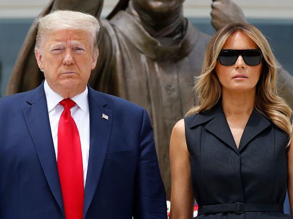 Donald i Melania Trump znowu hitem sieci. Na nagraniu widać, co zrobiła, kiedy kazał się jej uśmiechnąć