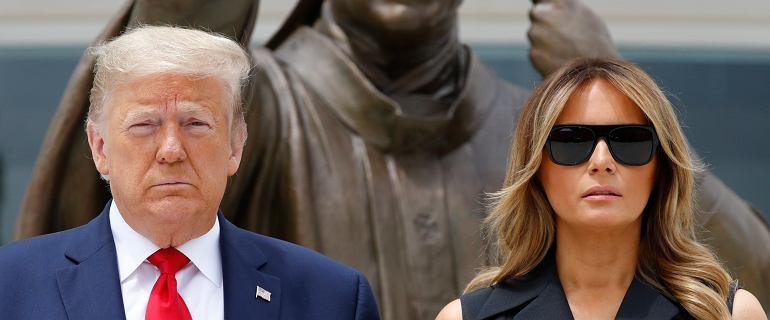 Donald Trump kazał Melanii uśmiechać się do reporterów. Jej reakcja zaniepokoiła internautów