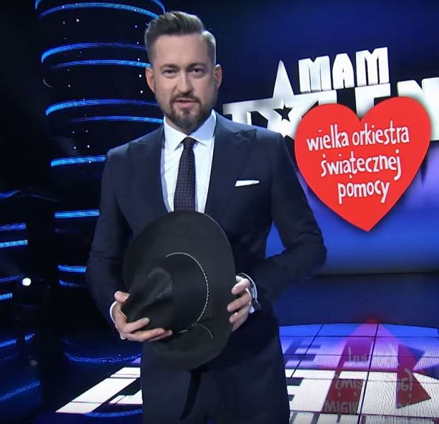 Marcin Prokop i kapelusz, który przekazał na licytację WOŚP
