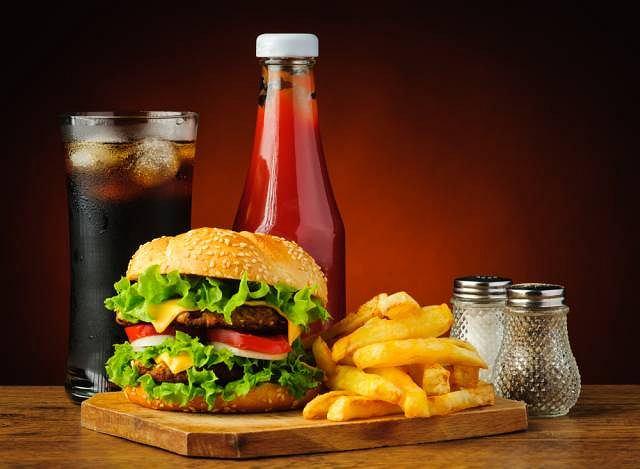 Zła dieta to jedna z przyczyn niskiego stężenia substancji odżywczych w organizmie