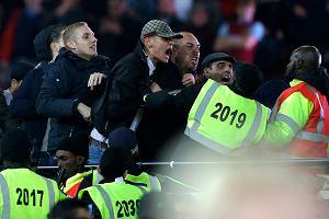 Zamieszki na trybunach podczas meczu West Ham - Chelsea. Wyrywali krzesełka, rzucali butelkami i monetami [WIDEO]