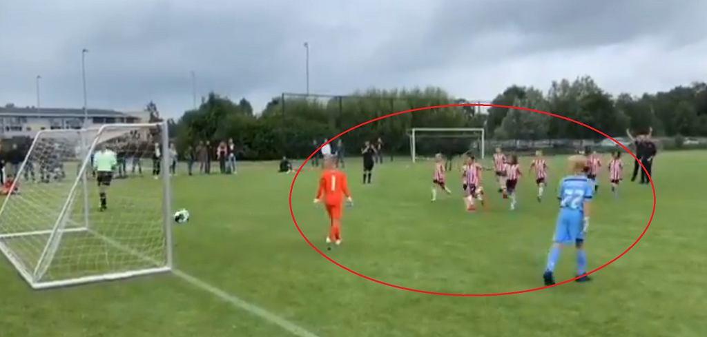 Rzut karny w meczu 12-latków w Holandii