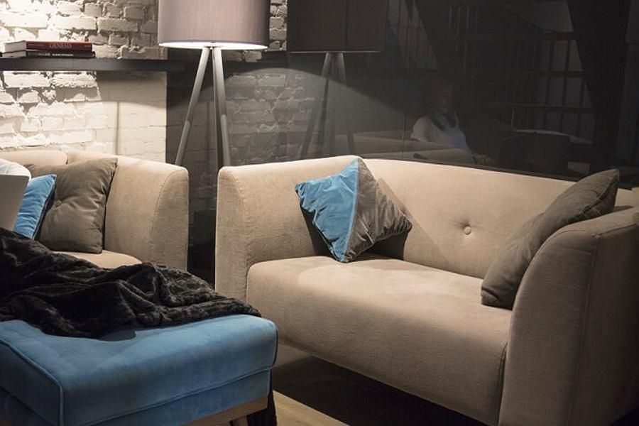 Sofa za mniej niż 2000 zł w przytulnej aranżacji