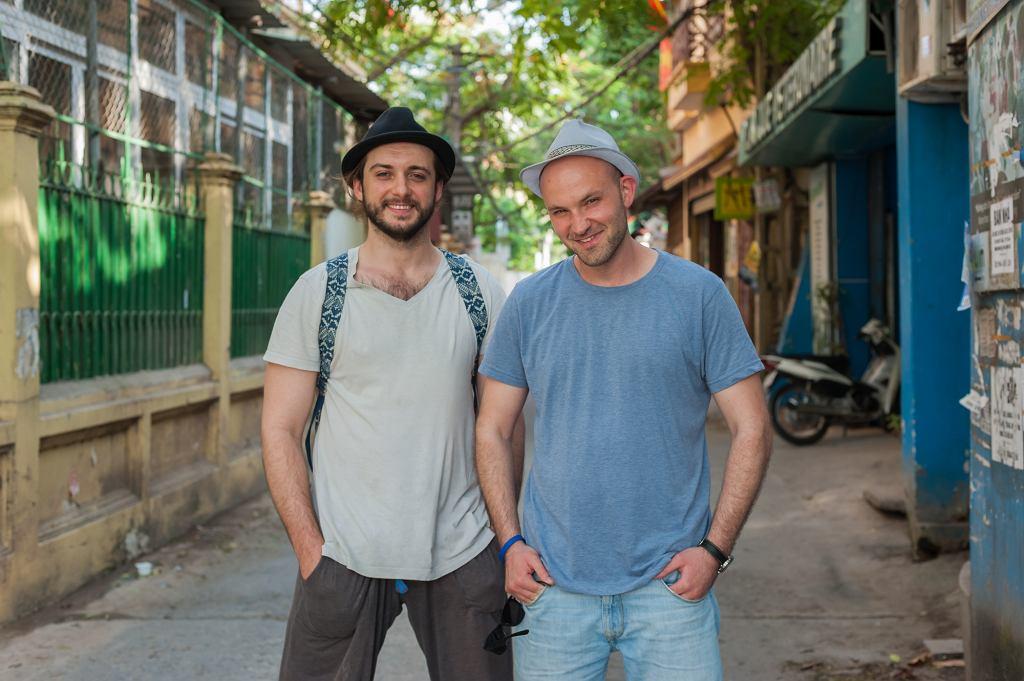 Michał Żurawski i Ludwik Borkowski na planie ''Azja Express'' (fot. materiały prasowe)