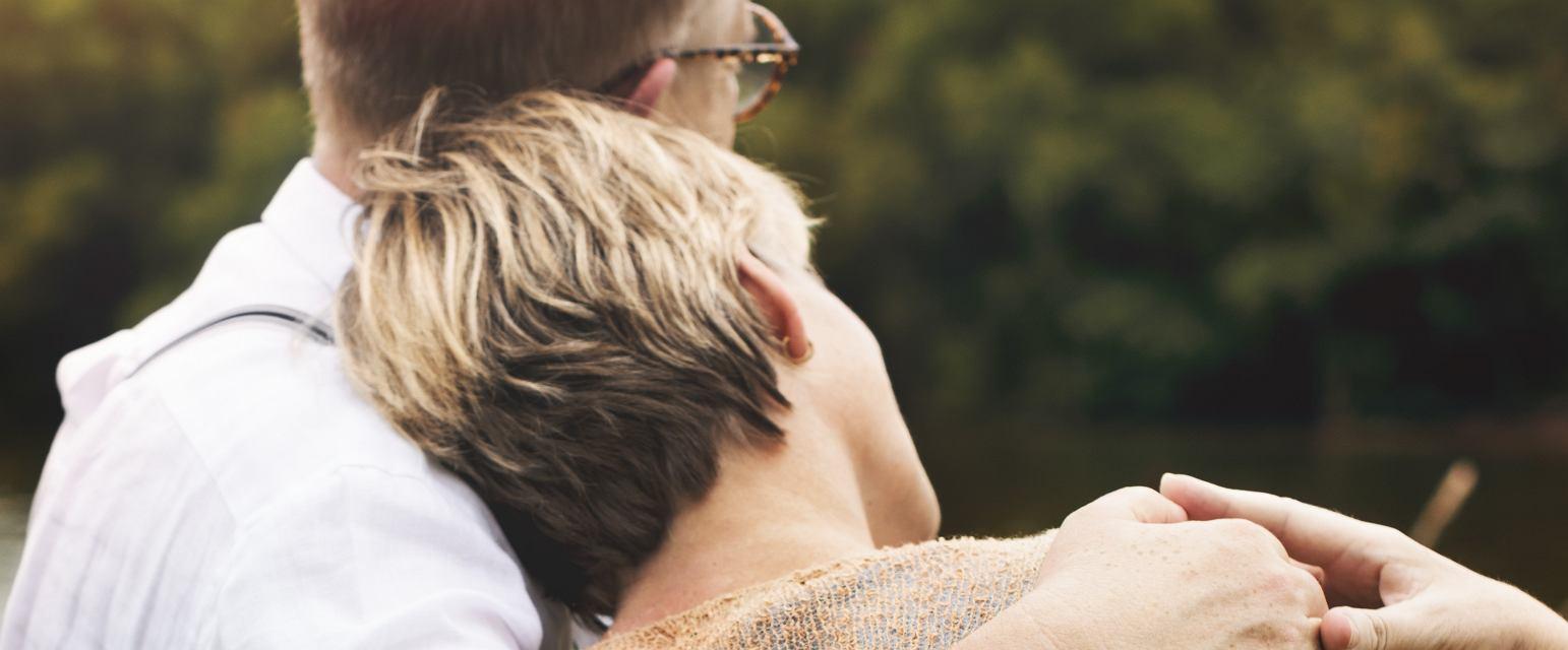 Choroba neurologiczna, ale i zwykłe starzenie się, jest sprawdzianem, czy miłość i wsparcie faktycznie mamy (fot. Shutterstock)