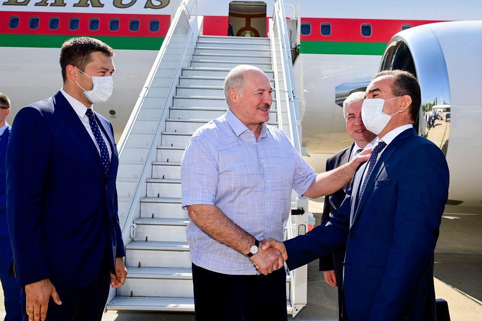 14.08.2020, Aleksander Łukaszenka po wylądowaniu w Soczi a przed spotkaniem z Władymirem Putinem.