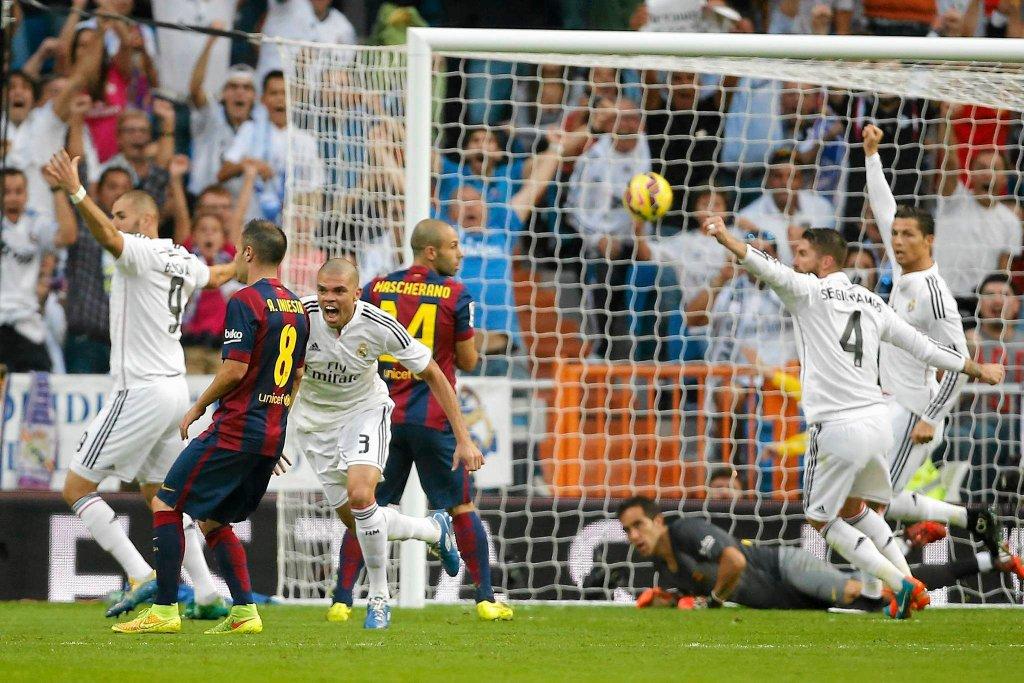 Real - Barcelona 3:1. Pepe zdobywa bramkę
