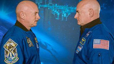 19.01.2015, bracia Mark (po lewej) i Scott Kelly na konferencji prasowej na temat rocznej misji kosmicznej Scotta.