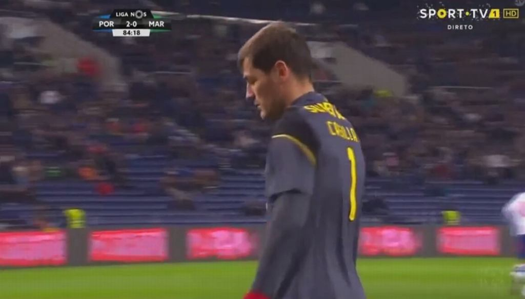 Iker Casillas pokonany przez Donalda Djousse
