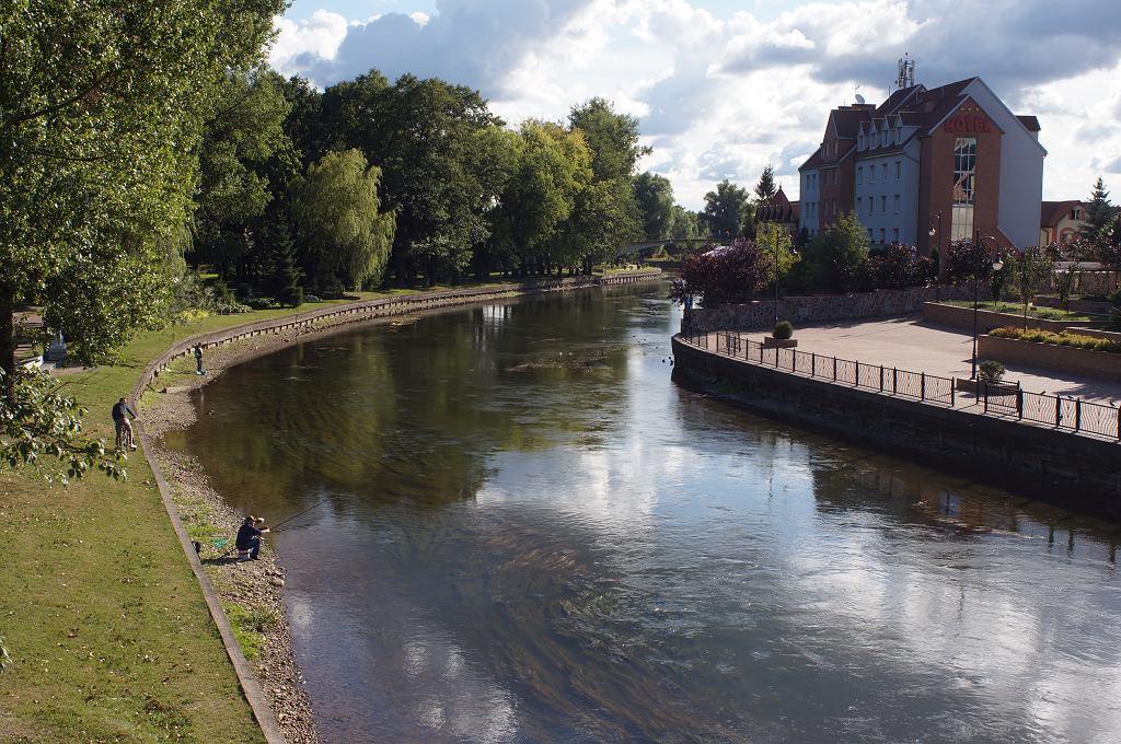 Rzeka Pisa w Piszu. Zdjęcie ilustracyjne.