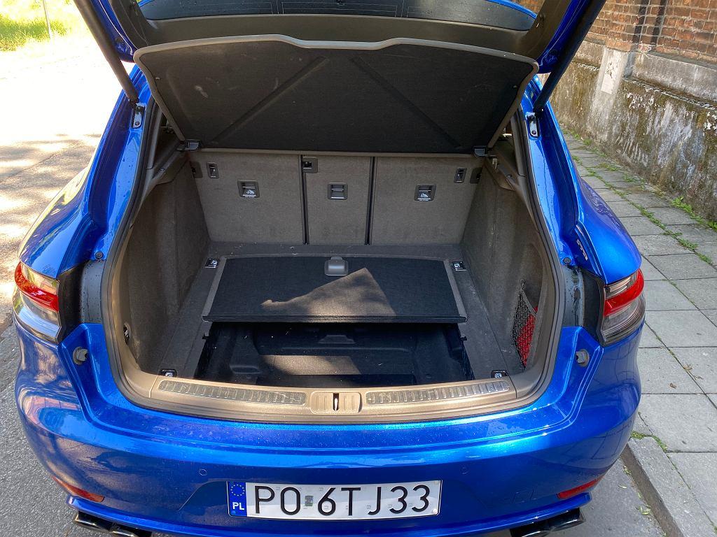 Bagażnik Porsche Macan ma objętość 458 l.
